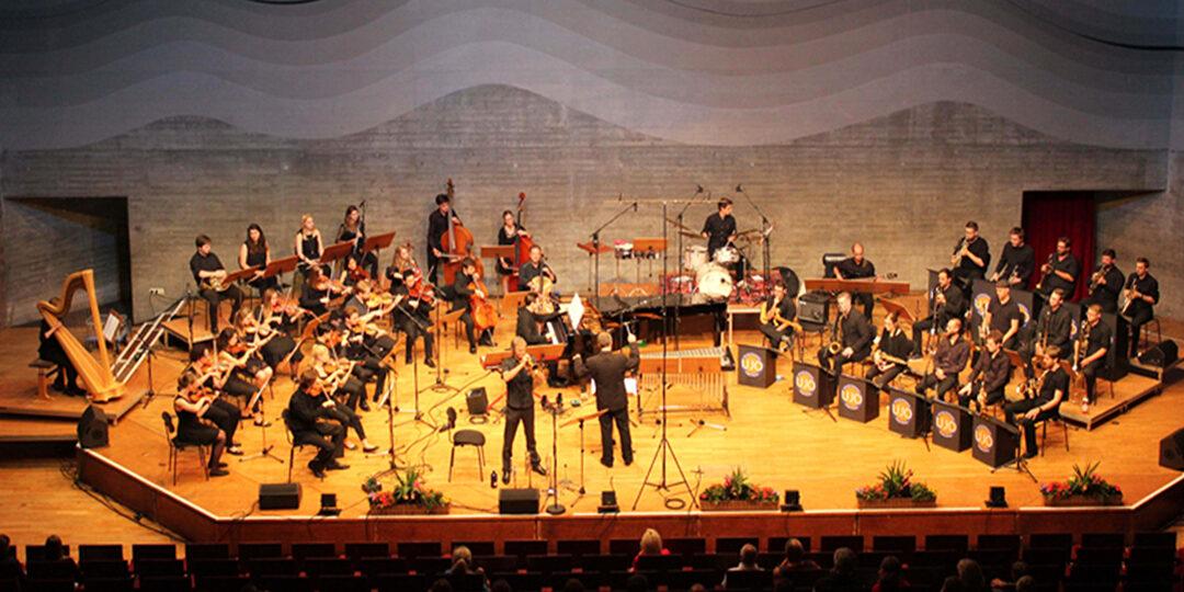 gemeinsam mit dem                  Uni Jazz Orchester (UJO)