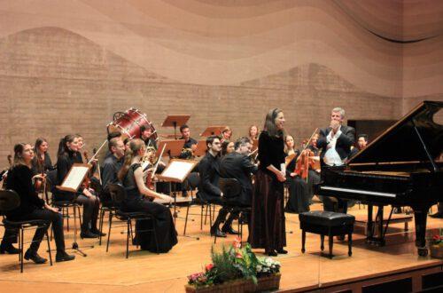 Christine Lindermeier - Klavier, Kammerorchester (KUR)