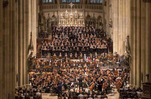 Betsy Horne - Sopran, Okka von der Damerau - Alt, Chor der HfKM, Chor und Symphonieorchester der Universität Regensburg, Foto: © Uwe Moosburger