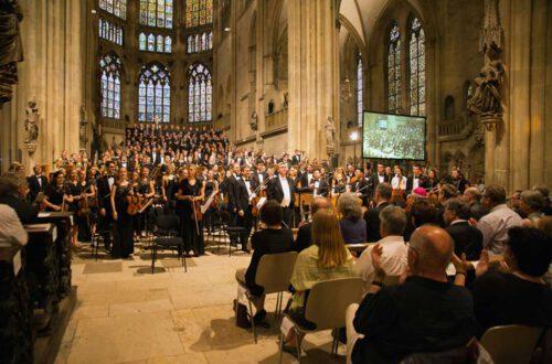 Arn Goerke, Chor der HfKM, Chor und Symphonieorchester der Universität Regensburg, Foto: Michaela Schmid
