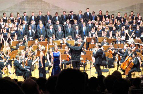 Elisabeth Wimmer - Sopran, Gesche Geier - Sopran, Thomas Blondelle - Tenor, Universitätschor, Symphonieorchester